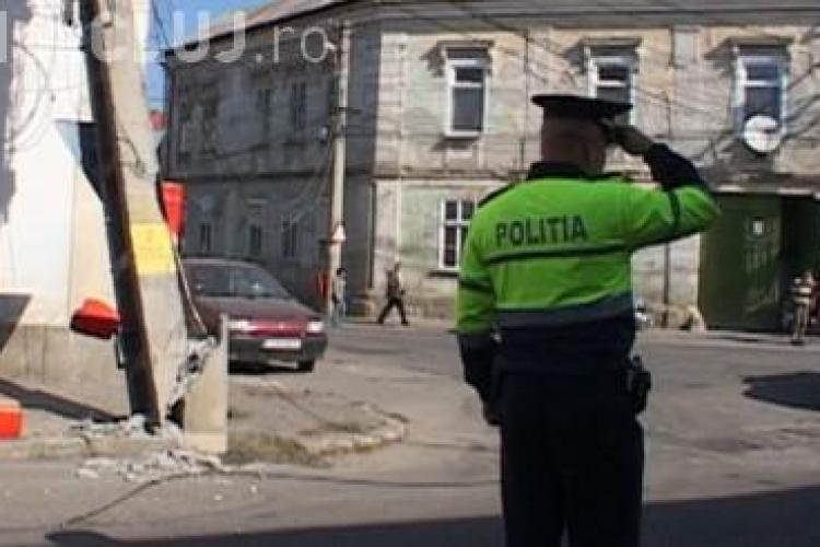Mai multe străzi din Dej au rămas fără curent din cauza unui șofer de camion neatent VIDEO