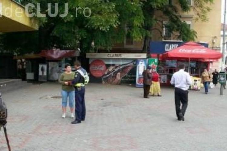 Scandal în plină stradă la Dej. Doi bătrânei s-au luat la bătaie pe trecerea de pietoni