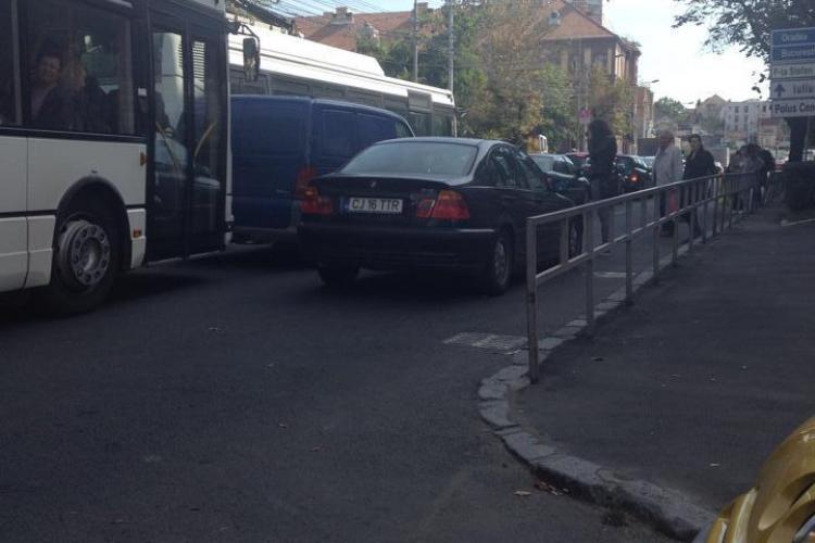 BMW -ist cu tupeu la Cluj. A blocat o bandă în centrul orașului - FOTO