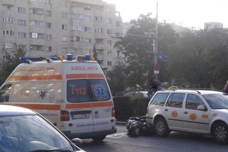 Accident lângă Lidl Mărăști! Un motociclist a intrat sub un taximetru FOTO