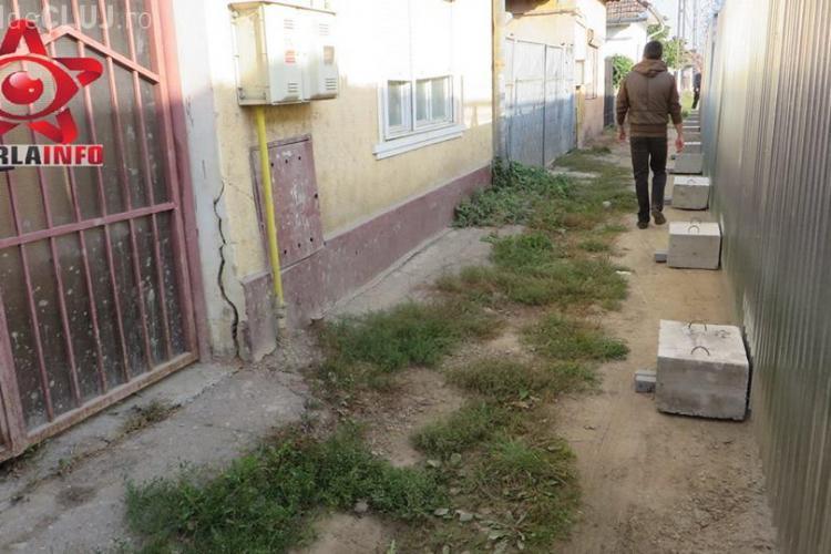 Scandal la Gherla din cauza demolării unui zid al Penitenciarului. Se crapă zidurile caselor VIDEO