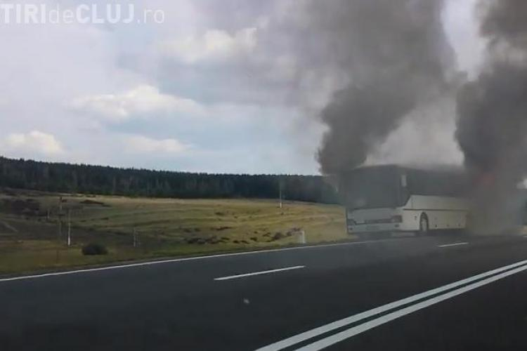Un autocar a luat foc pe drumul Cluj - Turda - VIDEO