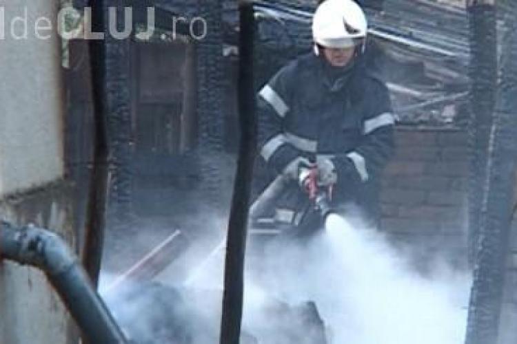 Incendiu la o gospodărie din Fizeșu Gherlii. Le-a explodat butelia VIDEO