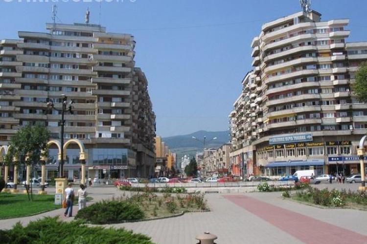 Cum a mutat Ceaușescu un bloc de 80 de apartamente, cu locatarii în el, la Alba FOTO