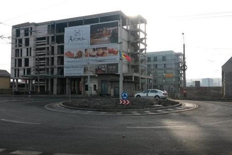 Sensul GIRATORIU de la Aeroportul Cluj este greșit. Trebuie DEMOLAT? - VIDEO