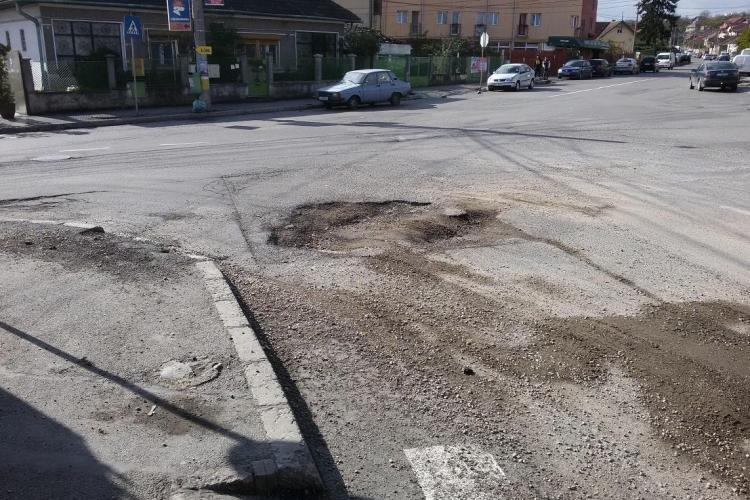 Crater la intersecția Giordano Bruno și strada Maramureșului - FOTO