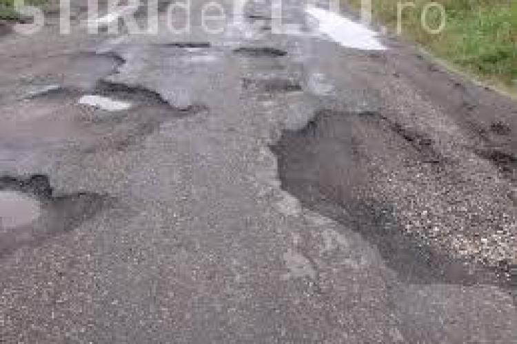 Primăria unei localități din Cluj vrea să preia drumul din sat de la Consiliul Județean: Noi îl reparăm mai repede