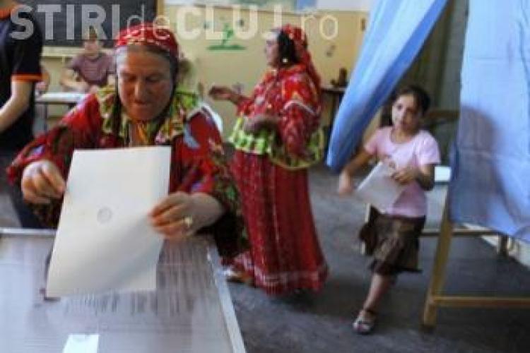Romii din Transilvania: Nu mai sunt țiganii cerşetori, ci candidații la prezidențiale cerșesc