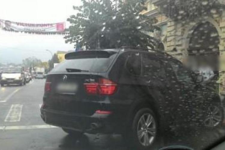Cocalarul cu BMW lovește și la Dej! A blocat jumătate de stradă și apoi a ZÂMBIT - FOTO