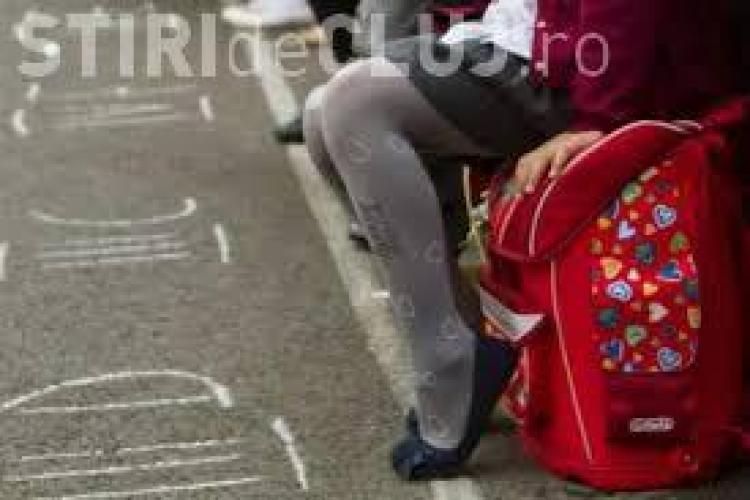 Romii din Cluj cer ghiozdane și haine de școală din bani europeni