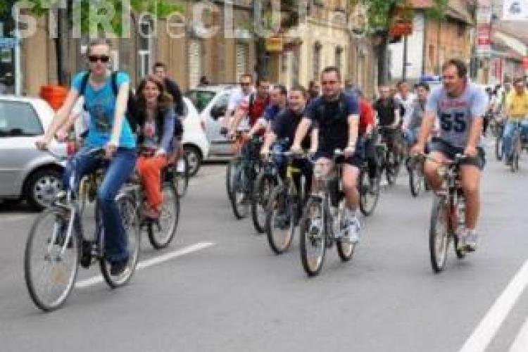 Bicicliștii ies în stradă la Cluj. Ei atrag atenția asupra pistelor din programul de bike-sharing