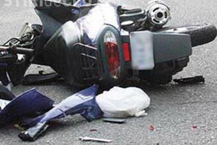 Accident cu o victimă în Florești. Un scuterist a lovit din plin o mașină