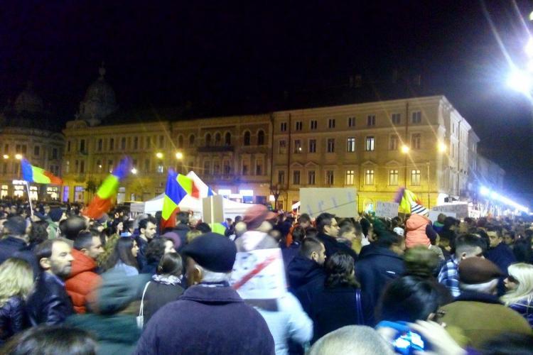 Protest ANTI Ponta la Cluj! Sunt 10.000 de clujeni în stradă - VIDEO și FOTO