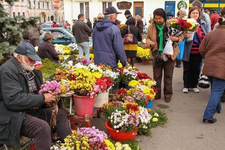 Primăria a stabilit locurile unde se vor comercializa flori și lumânări de Luminație