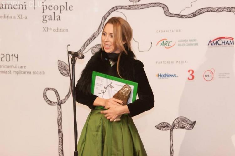 """Clujeanca Ramona Mîndru, premiată la Gala """"Oameni pentru Oameni"""". Și-a donat veniturile celor nevoiași"""