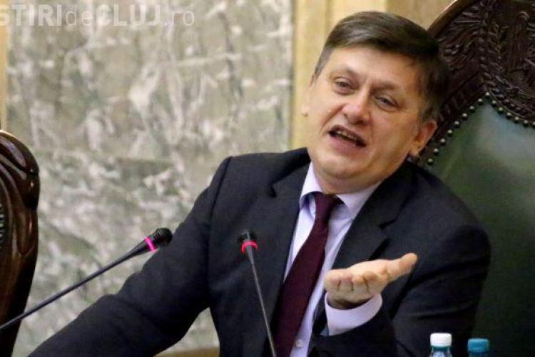 Crin Antonescu nu îi acordă sprijin nici lui Ponta nici lui Iohannis