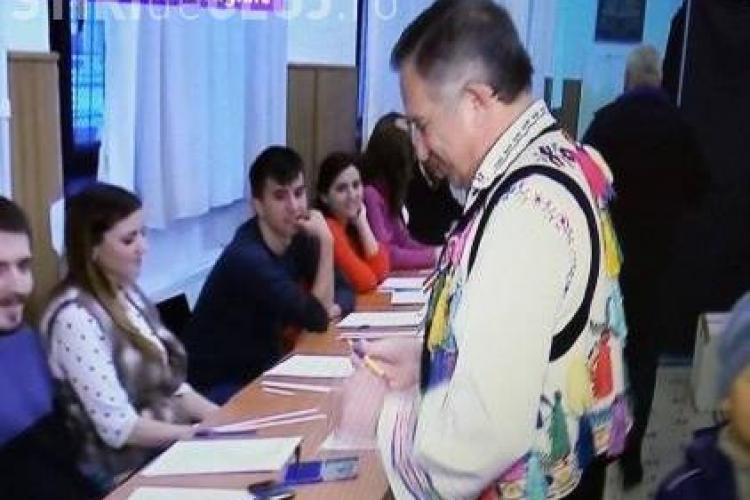 Funar a votat în costum popular