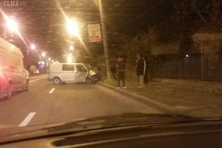 Accident pe Traian Vuia! I-a explodat cauciucul și s-a făcut praf de un stâlp - FOTO