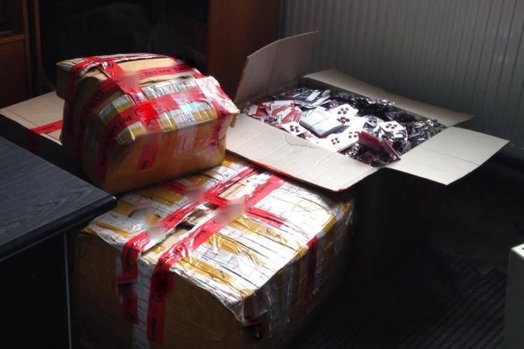 Peste 25.000 de medicamente contrafăcute confiscate de polițiști pe Aeroportul din Cluj-Napoca FOTO