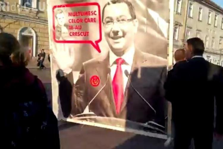 Liberalii din Cluj i-au pus mustață de Hitler lui Ponta: Aceste gesturi sunt în afara bunului simț VIDEO