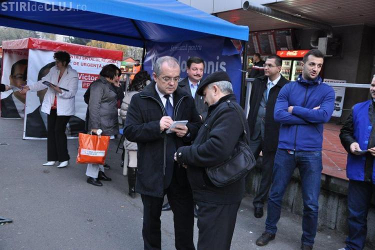Boc a ieșit în stradă și îi face campanie lui Iohannis. De ce abia acum? - FOTO