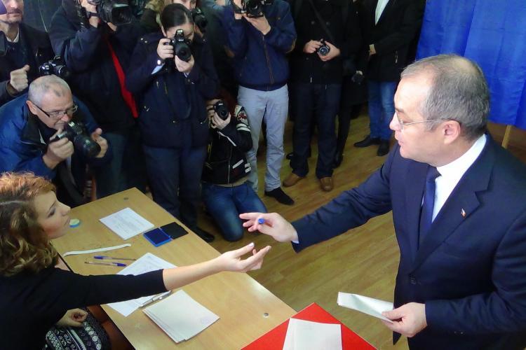 """Emil Boc a votat: A rostit de 4 ori cuvântul """"democrație"""" într-un discurs de câteva secunde - VIDEO"""