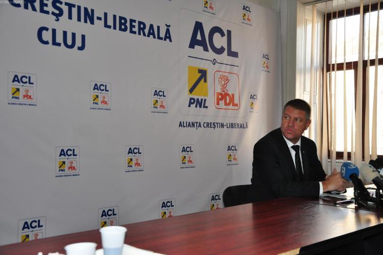 Iohannis nu a avut probleme la Cluj: Nu s-a BARICADAT în sediul PDL ca să nu fie atacat cu OUĂ