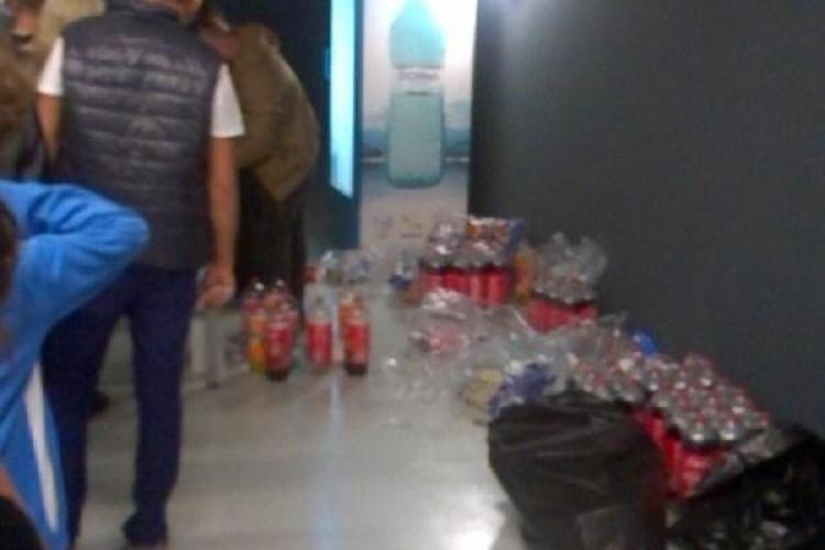 Suc și popcorn vândute de pe jos la Sala Polivalentă Cluj: Bonuri NU SE DAU - FOTO