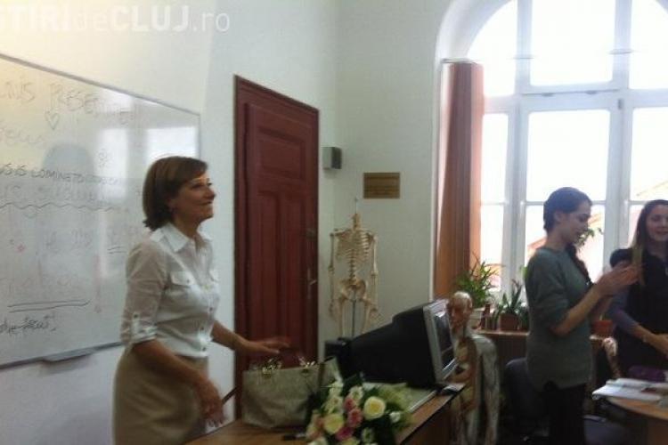 Soția lui KLAUS IOHANNIS a revenit la școală, luni dimineață! Elevii i-au făcut o surpriză - VIDEO