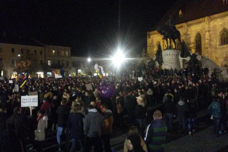 5000 de clujeni în Piața Unirii. Cer demisia Guvernului. B-dul 21 decembrie, blocat - VIDEO