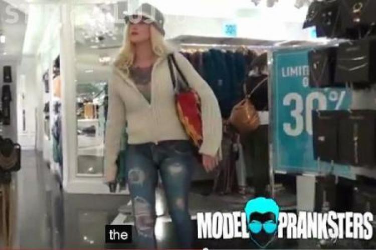 O fată a umblat dezbrăcată prin Manhattan și nimeni nu a observat - VIDEO