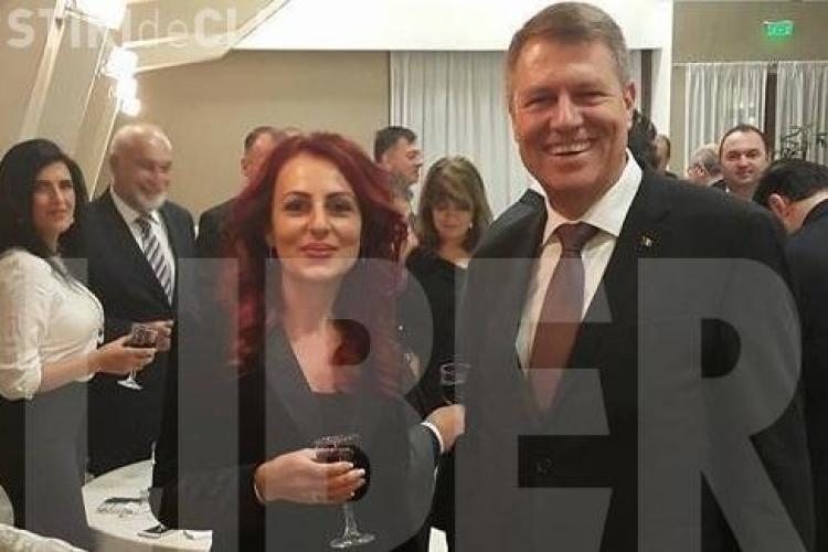 FOTO - Iohannis sărbătoreşte victoria la alegeri la restaurant alături de 400 de liberali