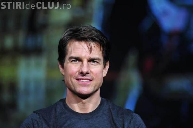 Tom Cruise la un pas să fie călcat de un autobuz. Starul era cu capul în nori - VIDEO