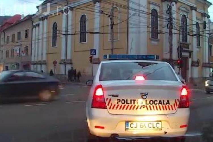 """Poliția Locală nu are răbdare să stea la semafor în Cluj: """"Ei nu au lege"""" VIDEO"""