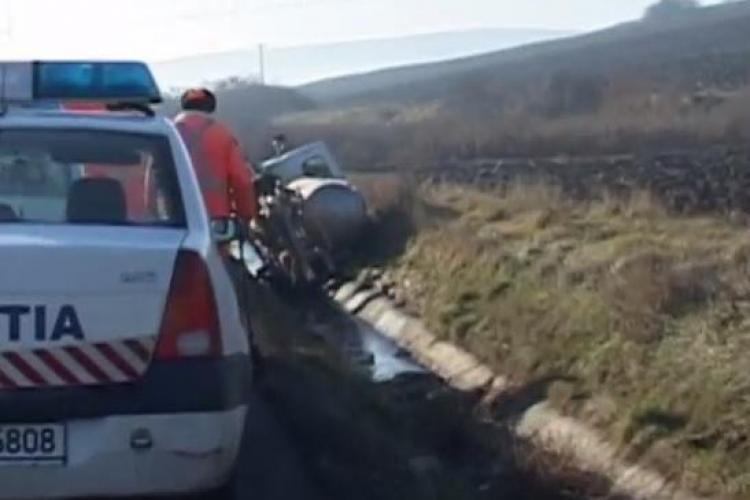 Accident la ieșire din Bonțida! O autospecială cu lapte a fost proiectată în șanț - VIDEO și FOTO