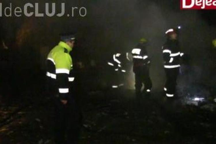 Locuință arsă din temelii la Dej! O persoană a ajuns în stare gravă la spital VIDEO