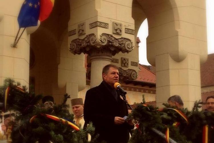 Klaus Iohannis a fost primit cu ropote de aplauze la Alba Iulia. Ce mesaj le-a transmis românilor