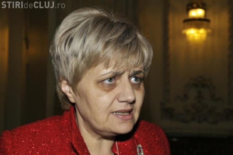 Senatoarea Cristiana Anghel e INDIGNATĂ: Vi se pare normal să mergem cu taxiul?