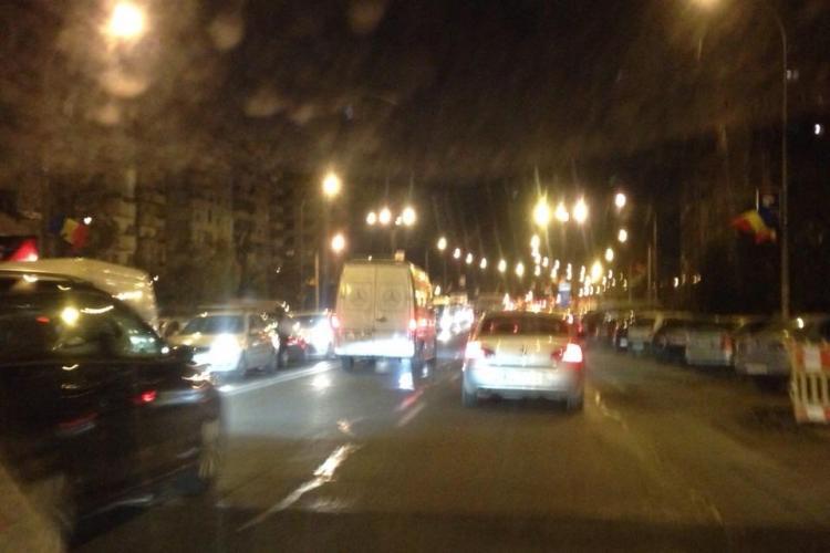 Coadă de kilometri la intrare în Florești! Drumul e blocat pentru că s-a săpat o groapă - FOTO