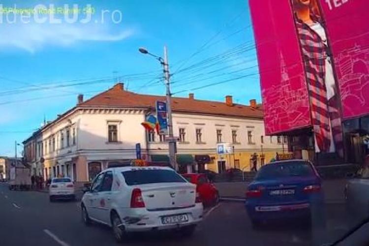 Taximetriștii se plâng că șoferii clujeni le ocupă locurile din standuri, iar Poliția nu face nimic VIDEO