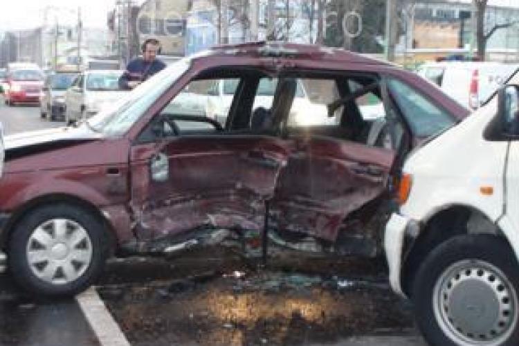 O șoferiță a cauzat un accident grav în Gheorgheni. A intrat pe contrasens