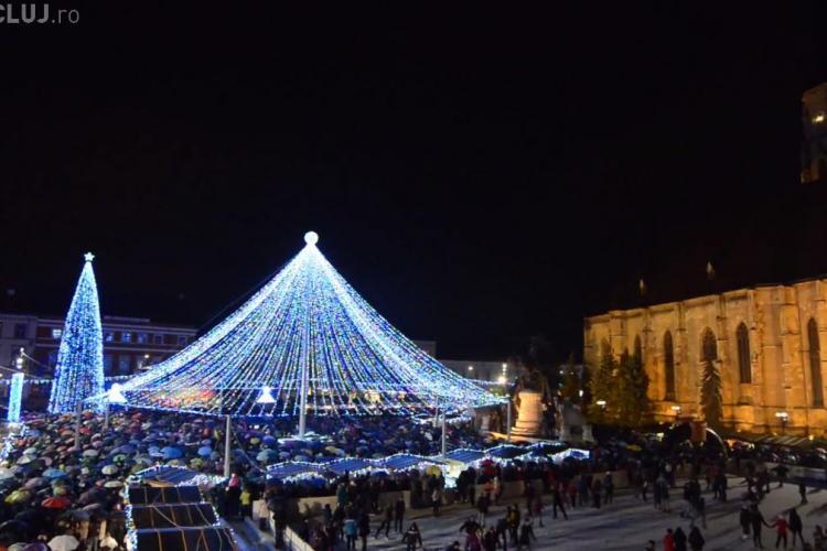 S-a aprins iluminatul festiv la Cluj. Vezi cum arată acum Piața Unirii FOTO