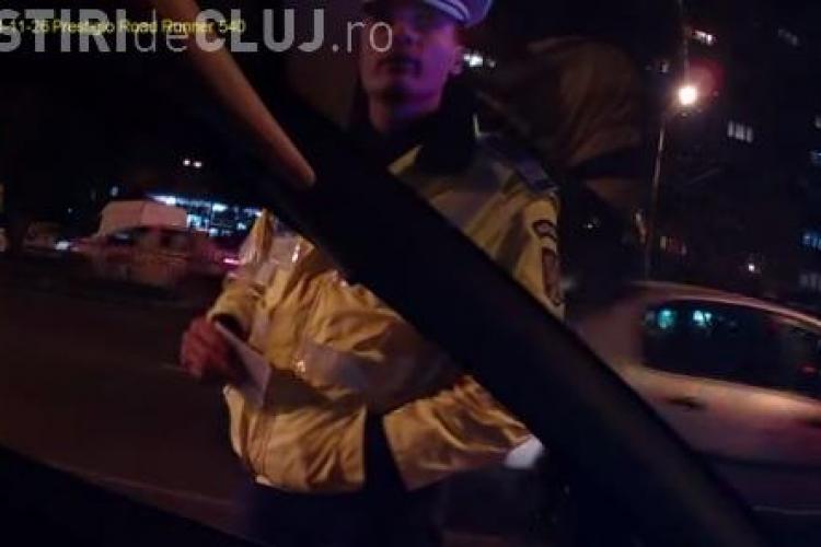 VIDEO - Un taximetrist acuză Politia Cluj de abuz. A oprit în Piața Mărăști pentru un client, când semaforul era VERDE