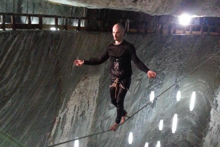 """A mers pe coardă în Salina Turda, la 100 de metri în subteran! Acrobații de excepție în documentarul """"TRANSYLVANIA DRAGON"""""""