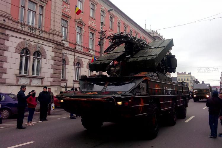 PARADĂ MILITARĂ la Cluj: Armata română a scos la defilare un arsenal impresionant GALERIE FOTO VIDEO