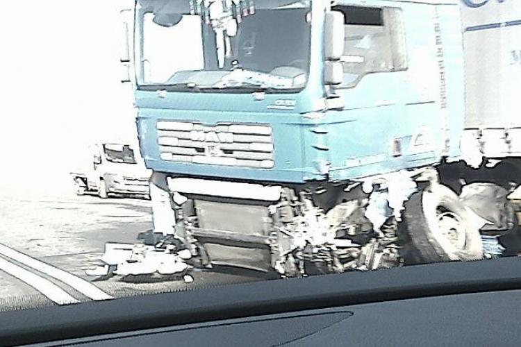 Accident CUMPLIT la ieșire din Turda! Șoferul unui Audi A6 a MURIT. A lovit un TIR și a zburat 100 de metri VIDEO și FOTO