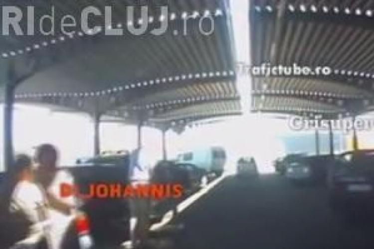 Cum răspunde Klaus Iohannis când este claxonat în parcare - VIDEO IRONIC