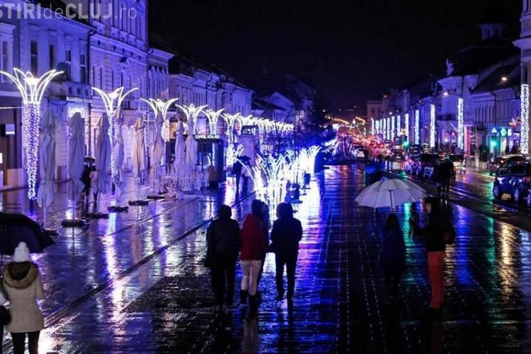 Clujul este iluminat albastru de sărbători pentru că așa au propus firmele care au câștigat licitația