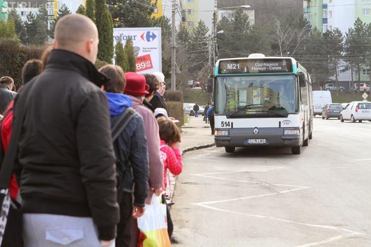 Bătrână rănită grav în autobuz la Cluj. Șoferul a frânat brusc