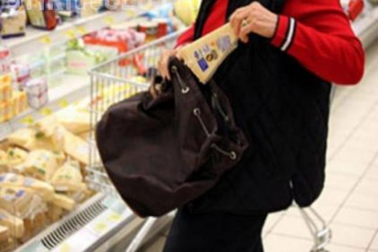 Adolescente prinse la furat la Cluj. Vizau magazinele de haine și cosmetice